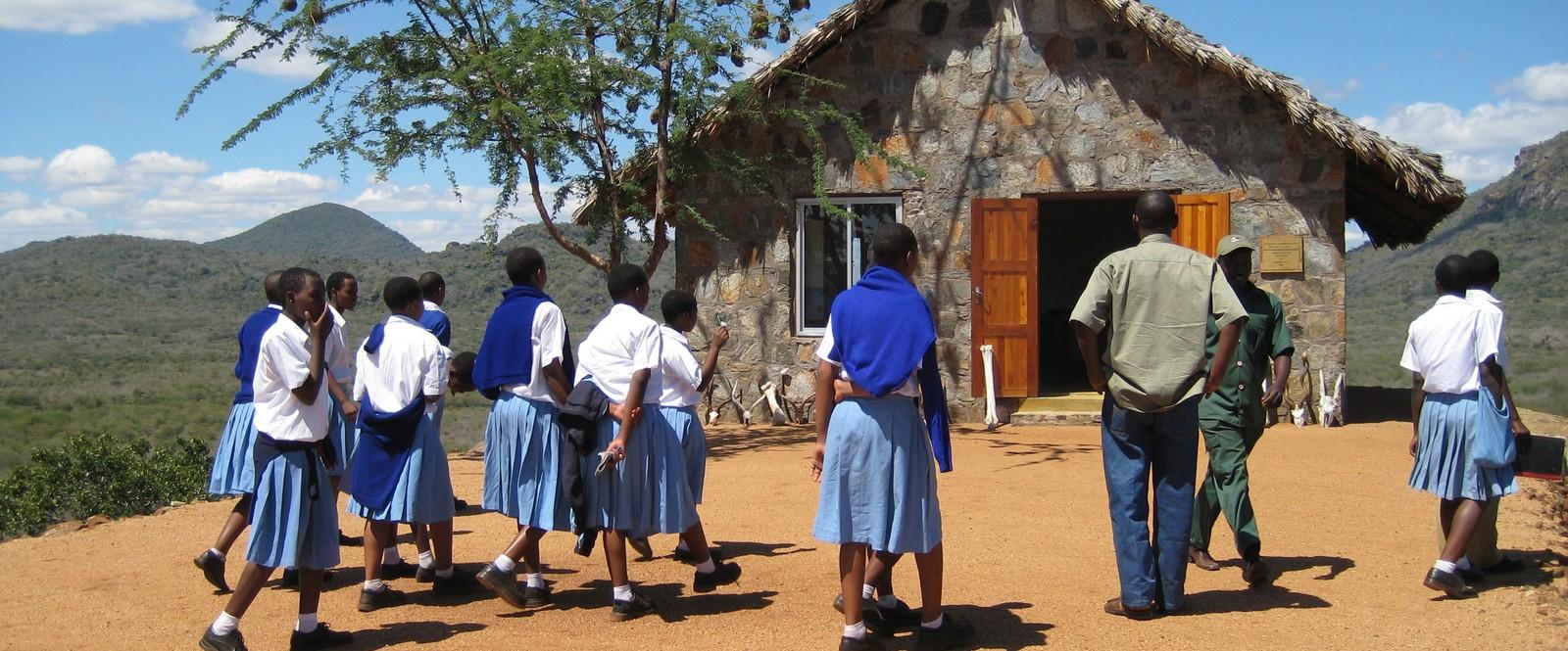 Image of school children on their trip to Mkomazi Rhino Sanctuary in Tanzania