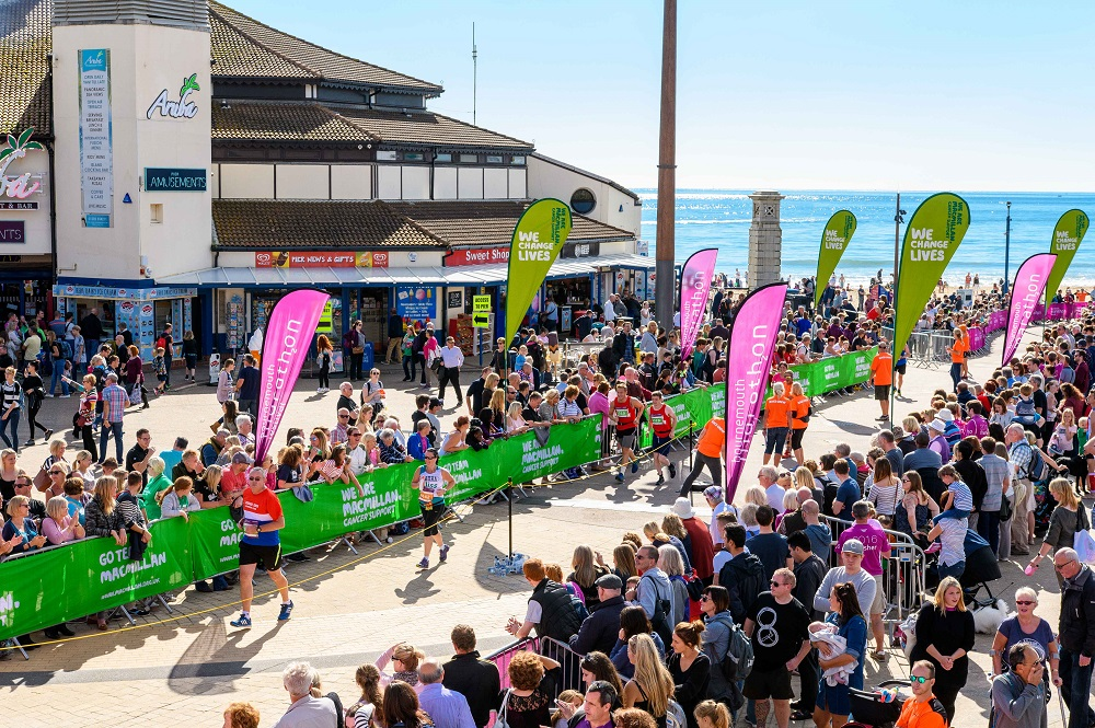 Image of spectator crowds at the the half marathon at the Half Marathon Bournemouth Marathon Festival.